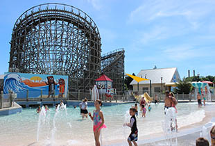 The Bayside Pier  in action at Hersheypark