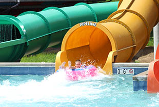 The Coastline Plunge - Pipeline in action at Hersheypark