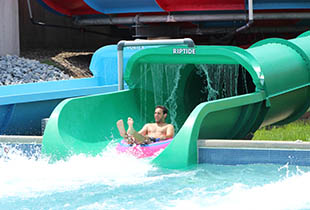 The Coastline Plunge - Riptide in action at Hersheypark