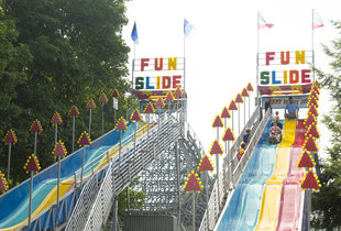 The Merry Derry Dip Fun Slides in action at Hersheypark