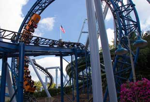 The sooperdooperLooper in action at Hersheypark