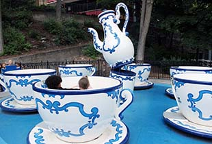 The Tea Cups in action at Hersheypark