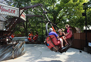 The The Howler in action at Hersheypark