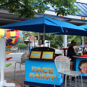 Face painting stand at Hersheypark