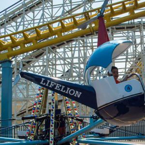 Child riding the Helicopters at Hersheypark